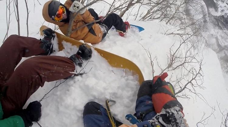 ВСочи 2-х  сноубордистов спасали навертолете